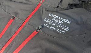 broderie sur manteau pour service d'hygiène plus