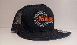 broderie sur casquette noire pour vélotonic